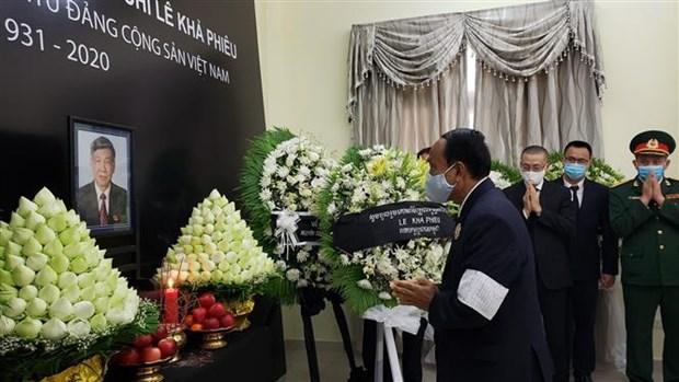 越南驻老挝、新加坡、印尼和柬埔寨大使馆为原越共中央总书记黎可漂举行吊唁仪式 hinh anh 4