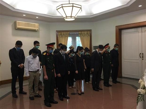 越南驻老挝、新加坡、印尼和柬埔寨大使馆为原越共中央总书记黎可漂举行吊唁仪式 hinh anh 3
