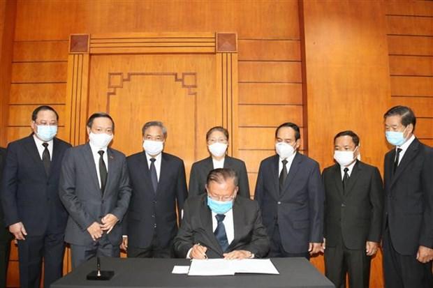 越南驻老挝、新加坡、印尼和柬埔寨大使馆为原越共中央总书记黎可漂举行吊唁仪式 hinh anh 2