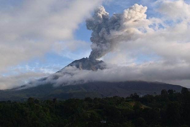 印度尼西亚锡纳朋火山再次喷发 hinh anh 1