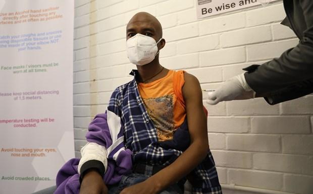 新冠肺炎疫情:菲律宾放宽马尼拉及其附近地区的封锁措施 hinh anh 1