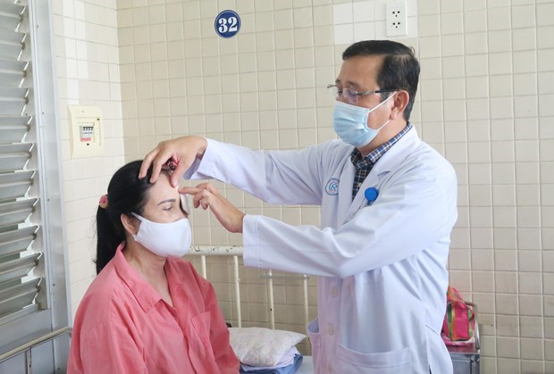 胡志明市:一名脑死亡者捐赠眼角膜 让两人重见光明 hinh anh 1