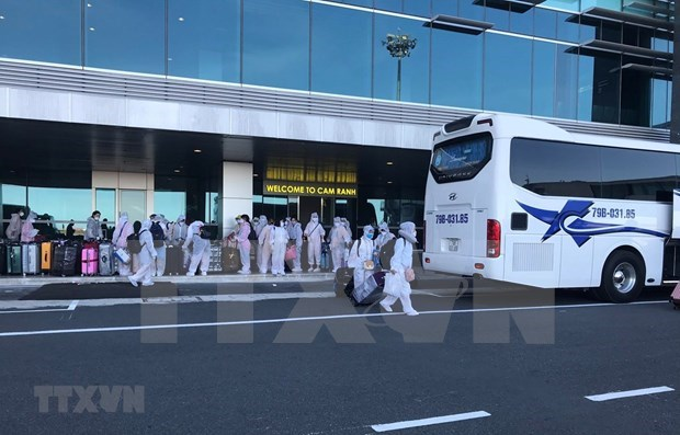 新冠肺炎疫情:在中国台湾的290多名越南公民安全回国 hinh anh 1