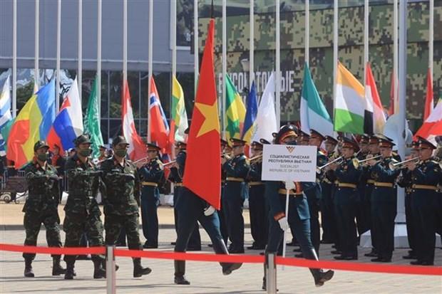 """越南军队代表团在参加在俄罗斯举行的""""军队-2020""""国际军事技术论坛暨""""国际军事比赛-2020"""" hinh anh 1"""