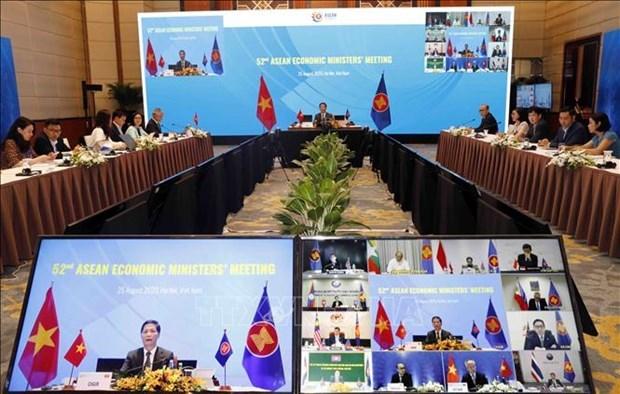 2020东盟年:第52届东盟经济部长会议重点讨论实施经济计划进展等问题 hinh anh 2