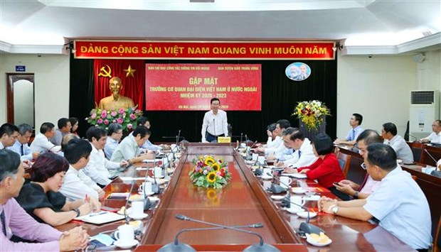 越共中央宣教部部长武文赏会见2020-2023年任期越南驻外大使和代表机构首席代表 hinh anh 1