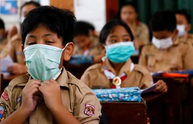 新冠肺炎疫情:柬埔寨允许部分城市公立学校复课 缅甸全国各所学校关闭 hinh anh 1