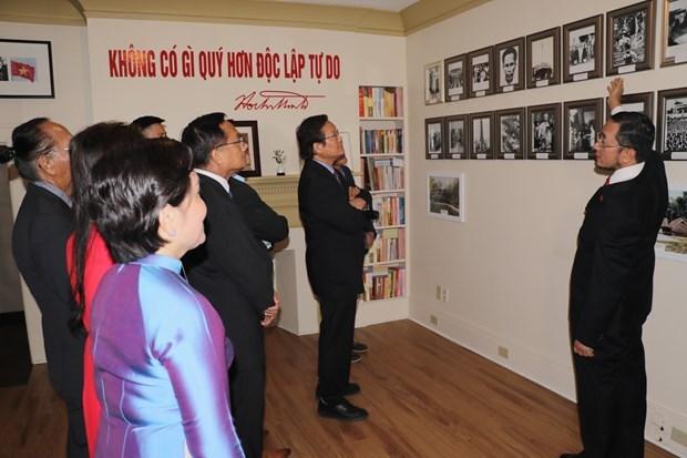 越南国庆75周年:在加拿大胡志明主席相关书籍与实物陈列馆正式揭牌 hinh anh 1