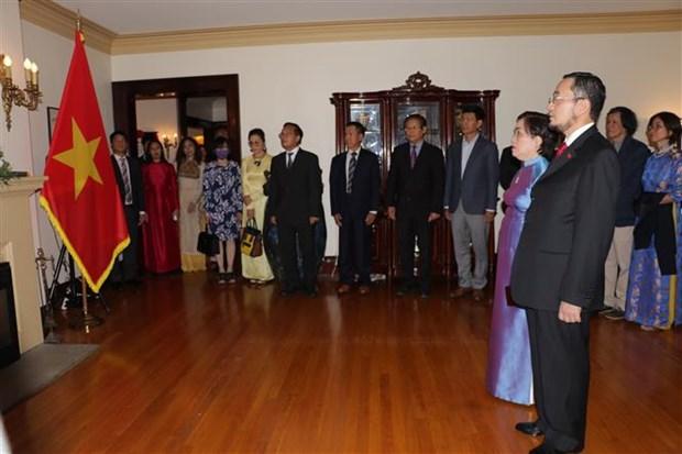 越南国庆75周年:在加拿大胡志明主席相关书籍与实物陈列馆正式揭牌 hinh anh 2