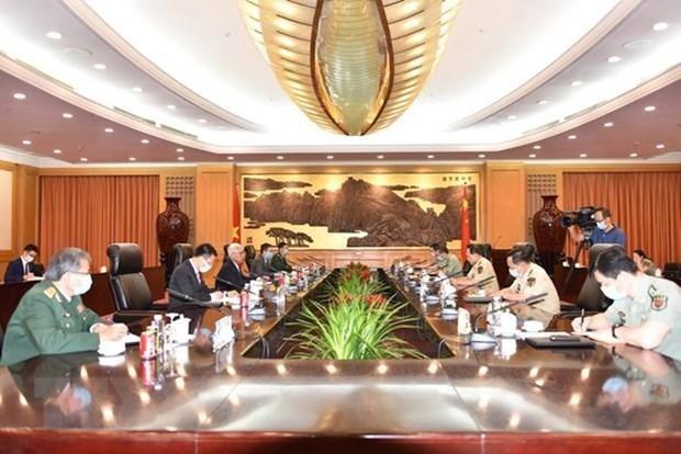 越南驻中国大使范星梅会见中国国务委员兼国防部长魏凤和 hinh anh 1