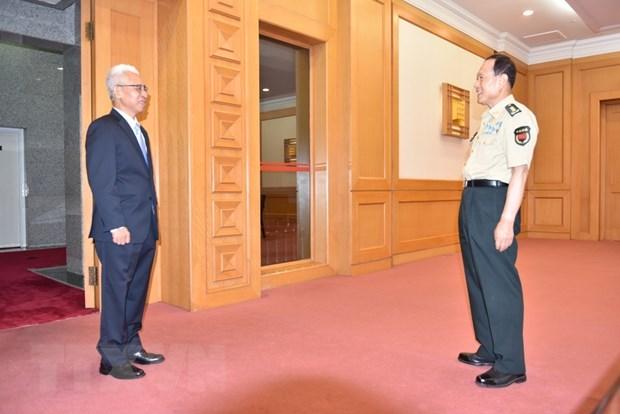 越南驻中国大使范星梅会见中国国务委员兼国防部长魏凤和 hinh anh 2