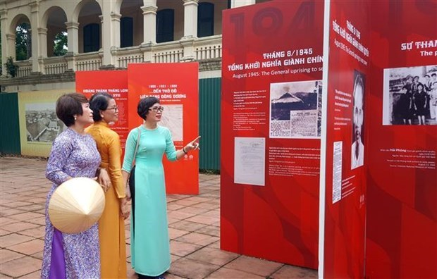 """越南国庆75周年:""""独立""""摄影展在升龙皇城举行 hinh anh 1"""
