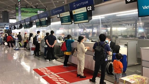 新冠肺炎疫情:越南将350多名越南公民从日本接回国 hinh anh 1