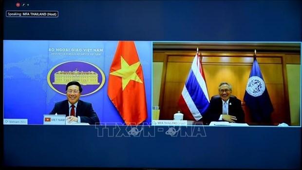 范平明与泰国副总理兼外交部长敦·普拉穆德维奈举行线上会谈 hinh anh 1