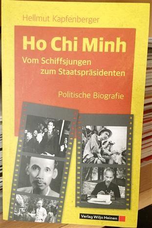 《胡志明政治传记》一书亮相德国 hinh anh 2