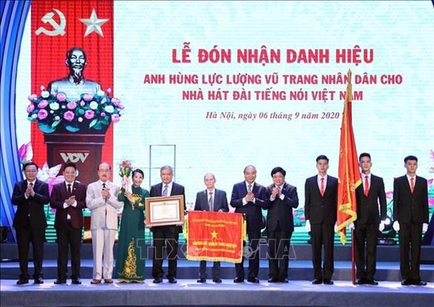 阮春福总理出席越南之声广播电台台庆75周年纪念典礼 hinh anh 1