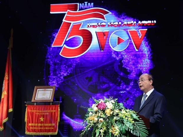 阮春福总理出席越南之声广播电台台庆75周年纪念典礼 hinh anh 2
