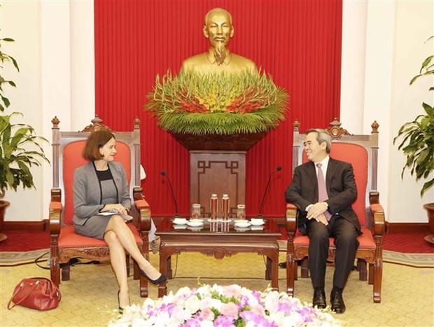 越共中央经济部长阮文平会见来越履新的澳大利亚驻越大使 hinh anh 2