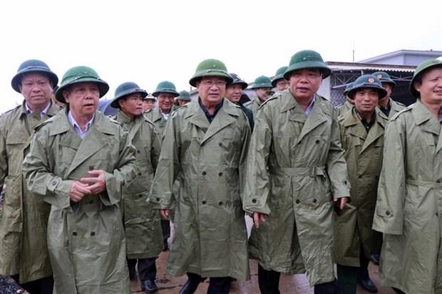 """郑廷勇副总理视察第五号台风""""红霞""""安全防御工作 hinh anh 1"""