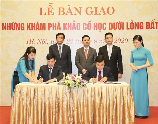 越南国会办公厅举行国会大厦地下考古发现展示馆交接仪式 hinh anh 2