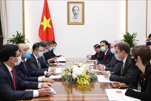 政府总理阮春福会见英国商务部副大臣和企业能源公司领导 hinh anh 1