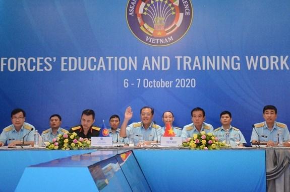 第17届东盟各国空军教练与培训联合工作组在线会议在河内召开 hinh anh 1