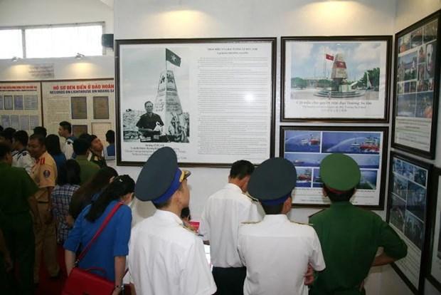 """""""黄沙和长沙归属越南:历史证据和法律依据""""资料与地图展亮相同奈省 hinh anh 1"""