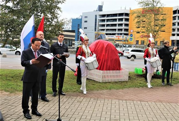 越南与俄罗斯配合在圣彼得堡市竖立胡志明主席雕像 hinh anh 2