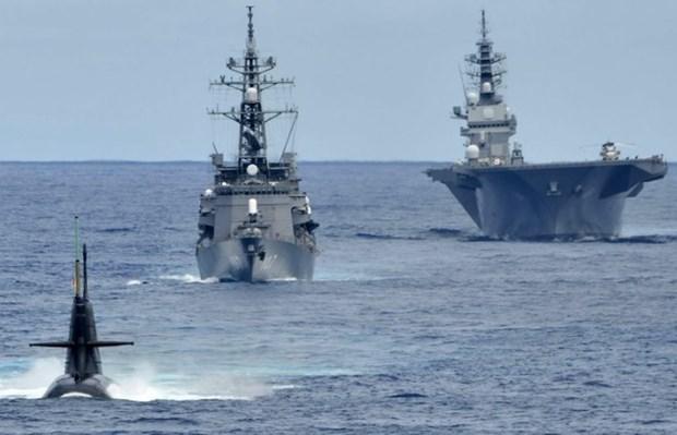 日本海上自卫队三艘军舰抵达越南金兰国际港 hinh anh 1