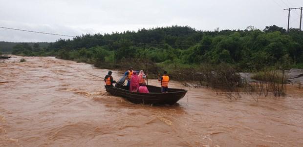 越南政府总理就克服暴雨洪水后果及应对第7号台风工作下发通知 hinh anh 2
