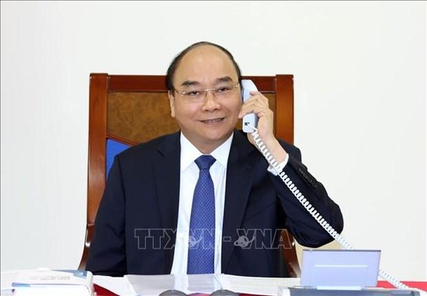 越南政府总理阮春福与日本首相菅义伟通电话 hinh anh 1