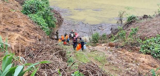 捞庄三号水电站山体滑坡事故:军队动员更多力量参加抢险救援工作 hinh anh 1