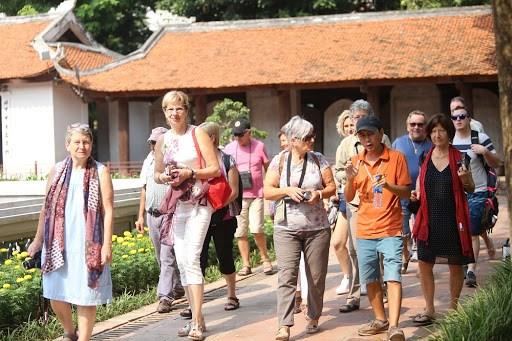 今年前9个月旅游收入同比下降53.76% hinh anh 2