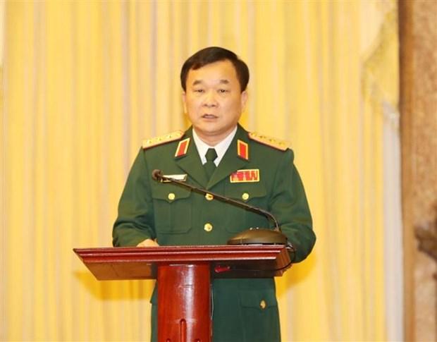 阮富仲总书记向中将晋升上将军衔的军官颁发命令状 hinh anh 2