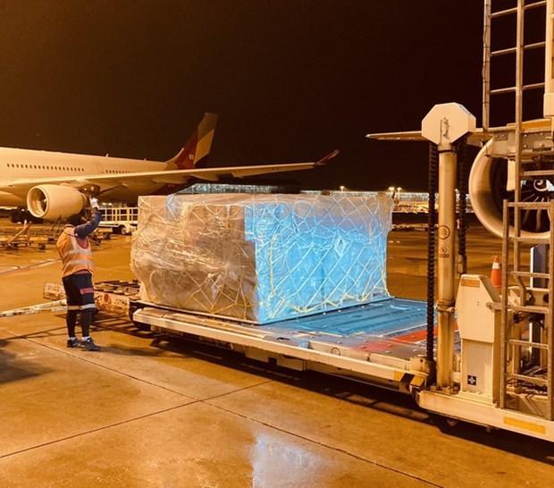 越竹航空免费将赈灾物品运往中部灾区 hinh anh 2
