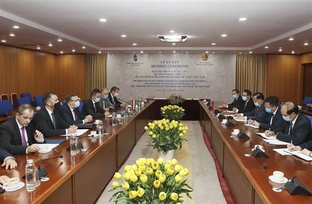 越南与匈牙利签署金融合作备忘录 hinh anh 2