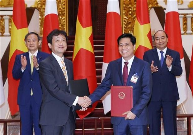 越南政府总理阮春福与日本首相菅义伟举行会谈 hinh anh 3