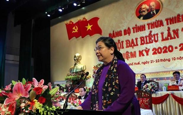 越南领导深入灾区看望慰问受灾群众并送上慰问品 hinh anh 2