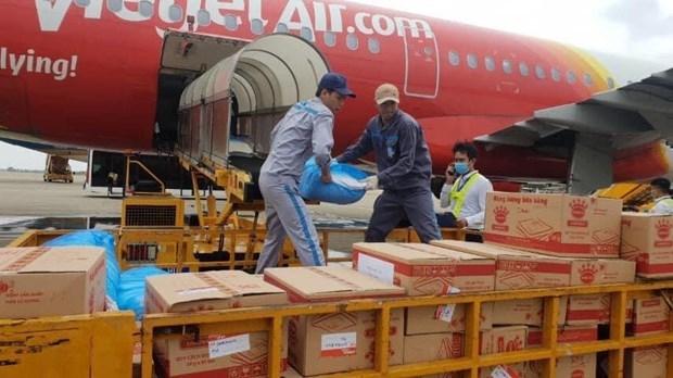 越捷航空从每张机票款中捐一万越盾善款为中部灾民解难 hinh anh 1