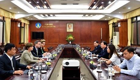 各国际组织为越南中部受灾群众撑起爱心伞 hinh anh 1