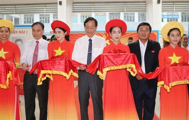 迎接越共十三大:宁顺省经济社会发展成就展举行 hinh anh 1