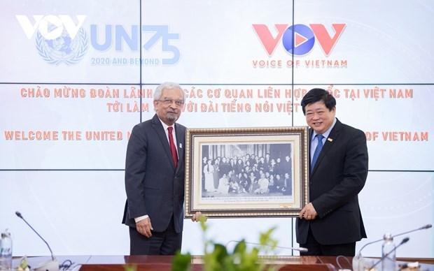 联合国驻越南的15个代表机构代表访问了越南之声广播电台 hinh anh 1