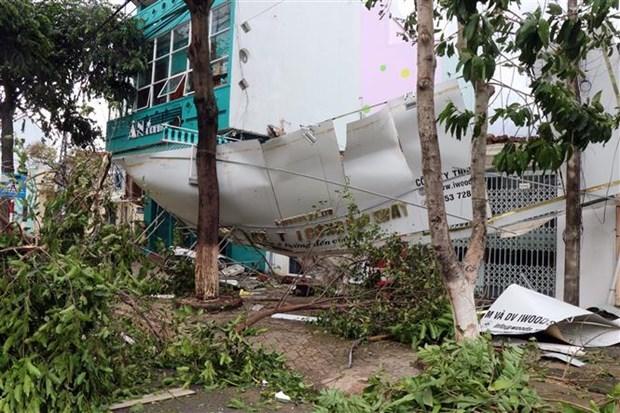 阮春福总理要求立即帮助灾民开展灾后重建工作 hinh anh 1