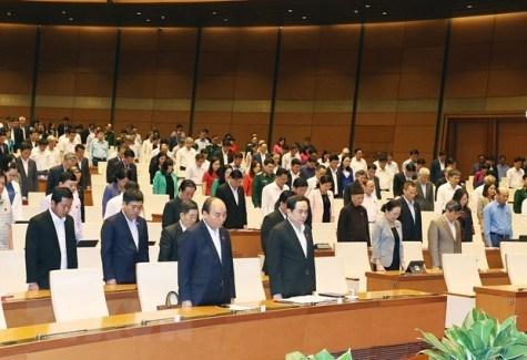 越南第十四届国会第十次会议:越南被誉为世界上防疫战争中的引航灯塔和经济增长中的亮点 hinh anh 1
