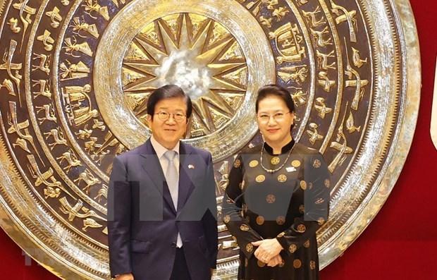 越南国会主席阮氏金银与韩国国会议长朴炳锡举行会谈 hinh anh 1