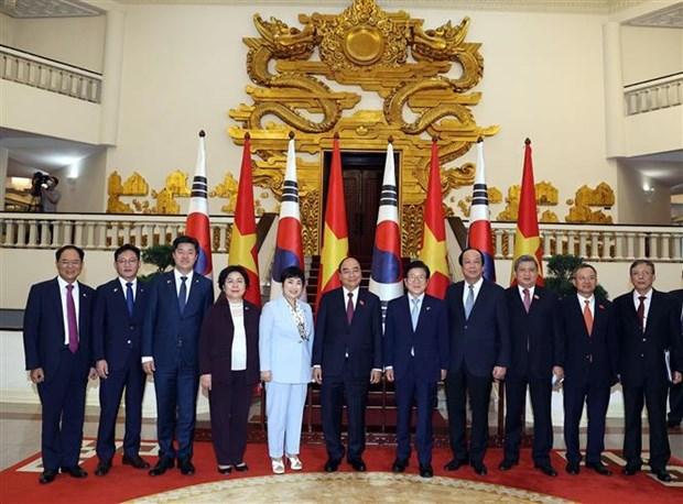 越南政府总理阮春福会见韩国国会议长朴炳锡 hinh anh 2
