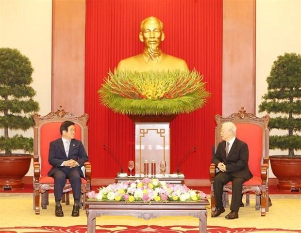 越共中央总书记、国家主席阮富仲会见韩国国会议长朴炳锡 hinh anh 1