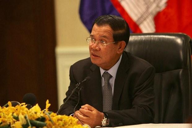 柬埔寨首相洪森及夫人经接受采样检测后结果均呈阴性反应 hinh anh 1