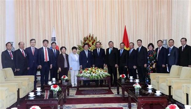 胡志明市领导会见韩国国会议长朴炳锡 hinh anh 2