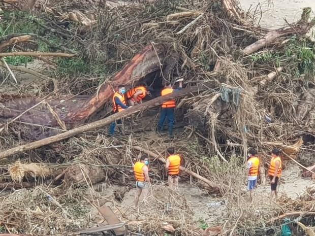 广南省南茶媚县泥石流事故:找到第9名遇难者遗体 仍有13人失踪 hinh anh 2